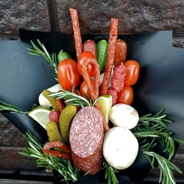 Букеты из колбасы и сыра «италия»