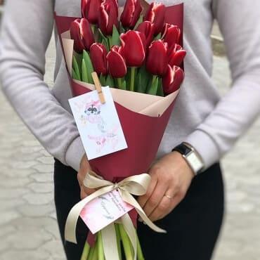"""корпоративный букет """"15 тюльпанов"""""""
